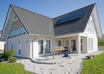 hochwertiges Einfamilienhaus mit Garten